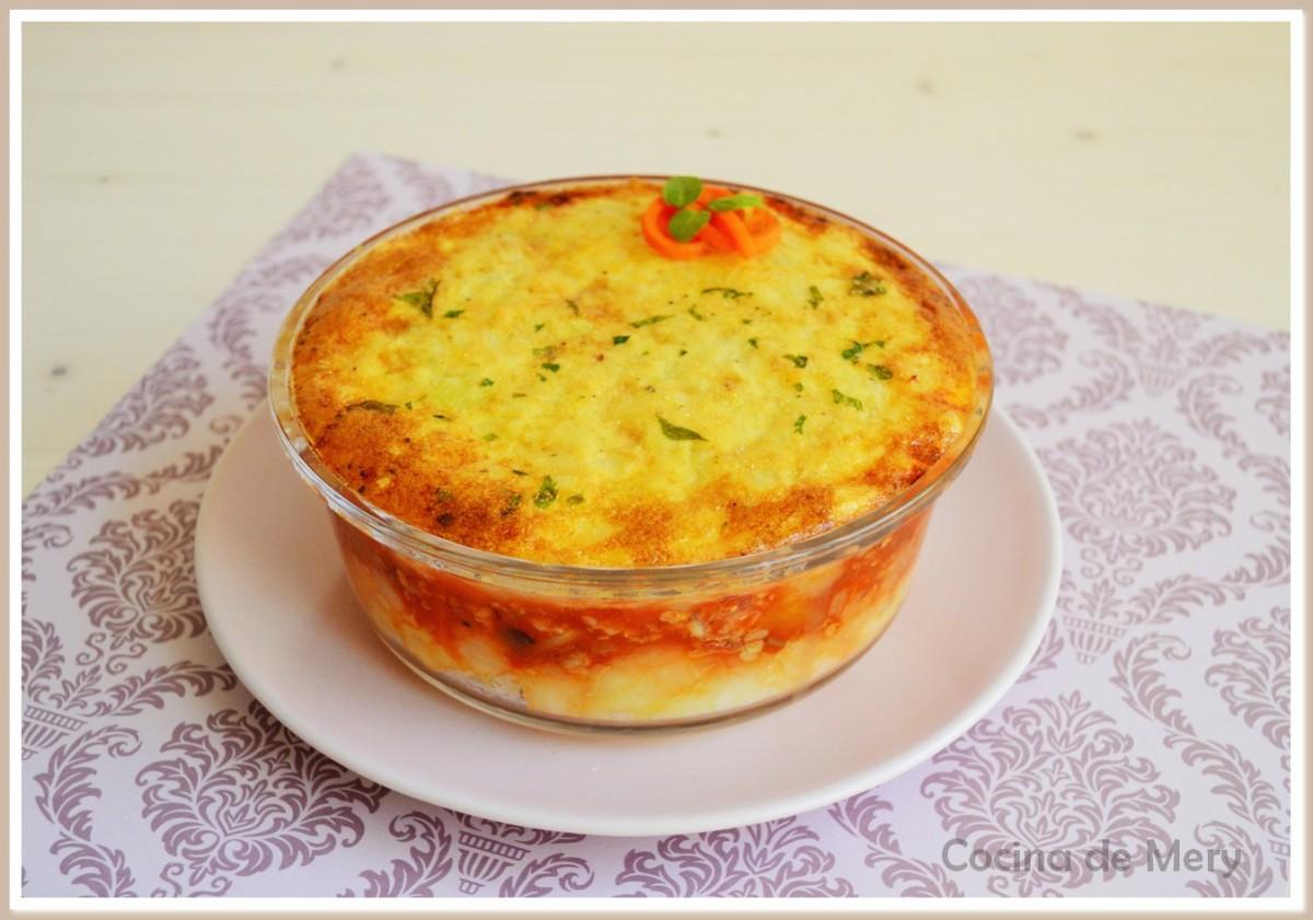 Pastel de carne con verduras, manzana y dátil